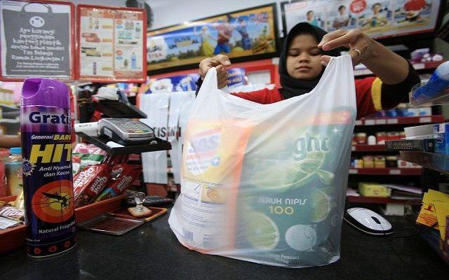 kantong plastik, dlhk badung, sanksi administrasi, perbup kantong plastik