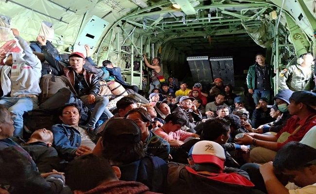 sewa pesawat, aksi cepat tanggap, pengungsi wamena, fasilitasi pengungsi