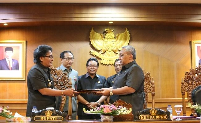 Rapat Paripurna, DPRD Badung, Pemkab Badung, Pandangan Umum Fraksi, Fraksi PDI Perjuangan, Fraksi Golkar, Fraksi Badung Gede,