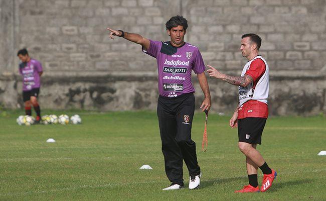 bali united, liga 1, persipura jayapura, coach teco, jaga tren positif