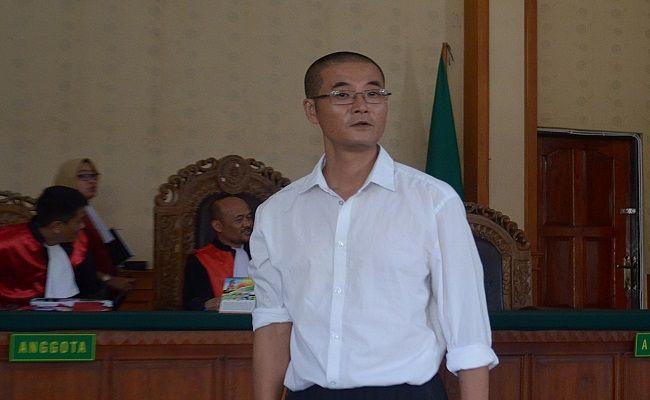 masuk indonesia tanpa paspor, naik motor, warganegara tiongkok, sidang tuntutan, 8 bulan penjara, pn denpasar