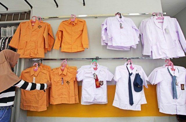 seragam gratis, seragam bermasalah, pembagian telat, salah ukuran, disdikpora badung, dprd badung