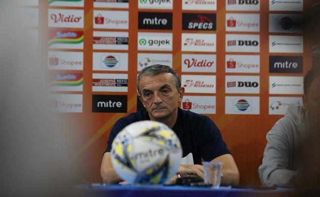bali united, liga 1, arema fc, coach milo, pamer prestasi, didepak arema