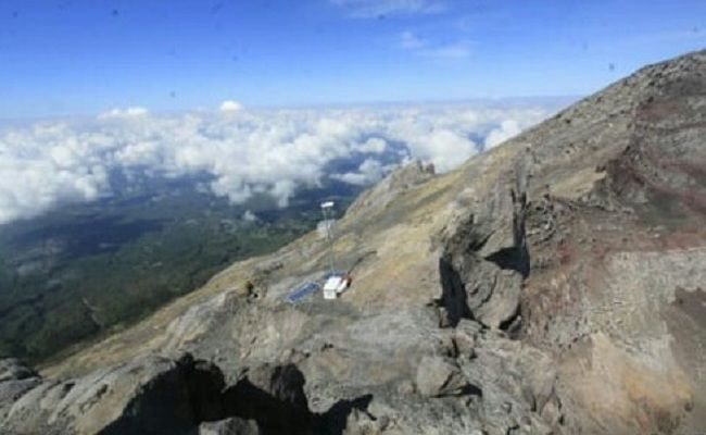 guide nakal, guide lokal, AKtivitas Gunung Agung, PVMBG, sesalkan aksi guide, gunung berapi, erupsi gunung agung, bayaran tinggi,