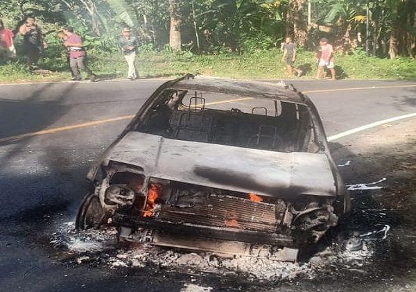kebakaran mobil, usai service, pulang ke vila, mobil bule prancis, terbakar di gitgit, damkar buleleng, polsek sukasada