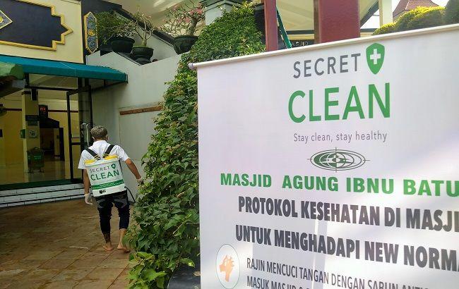 wabah corona, pandemi covid-19, secret celan, semprot disinfektan, masjid ibnu batutah, ibadah aman, ibadah nyaman