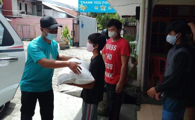 Penyerahan beras dari BPR Lestari Group kepada panti asuhan di Jawa dan Bali pada Oktober 2020.
