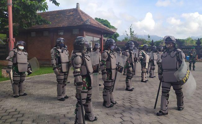 Pasukan PHH dari Kodim 1617 Jembrana yang disiapkan untuk pengamanan Pilkada