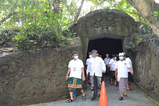 pandemi covid-19, monkey forest, 8 bulan tutup
