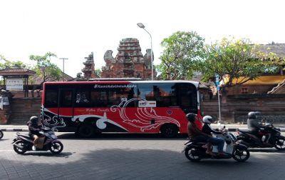 Armada Trans Metro Dewata beroperasi lintas kabupaten di Bali Selatan.