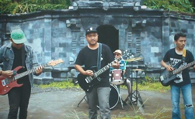 Insulinde, Band dengan genre punk rock ini merilis lagu Ibu