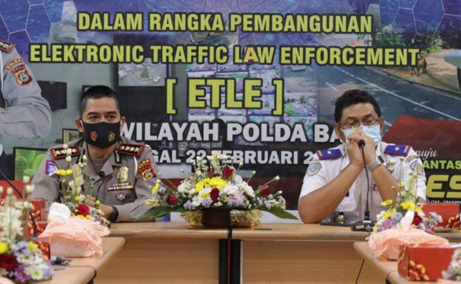 Rapat koordinasi diRapat Dit Lantas Polda Bali dengan Dishub Bali terkait tilang elektronik berupa pemberlakukan ETLE, Senin (22/2).