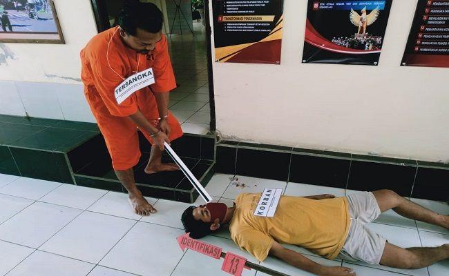 pembunuhan, dibunuh depan istri, warga munduk, Polsek Banjar, Buleleng, Pesta miras, tewas dibunuh, rekonstruksi pembunuhan,