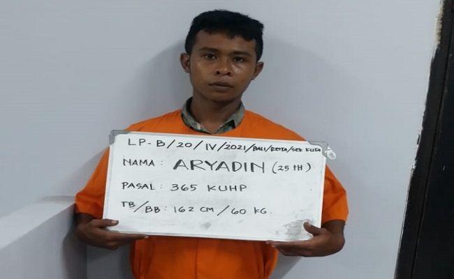 Perampok ditangkap, rampok karyawati hotel, pemuda bima ditangkap, polsek Kuta, todong gunting, nyaris dihakimi massa, Polresta Denpasar,