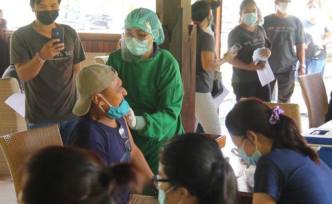 vaksinasi covid-19, vaksinasi di Bali, update vaksinasi, target vaksinasi, per 26 april, 2021, jumlah vaksinasi, Gubernur Bali, Wayan Koster, Pak Kos,