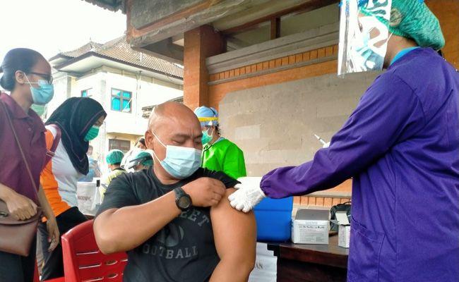 vaksinasi ketiga, vaksin booster, tenaga kesehatan, Tabanan , moderna, sinovac,