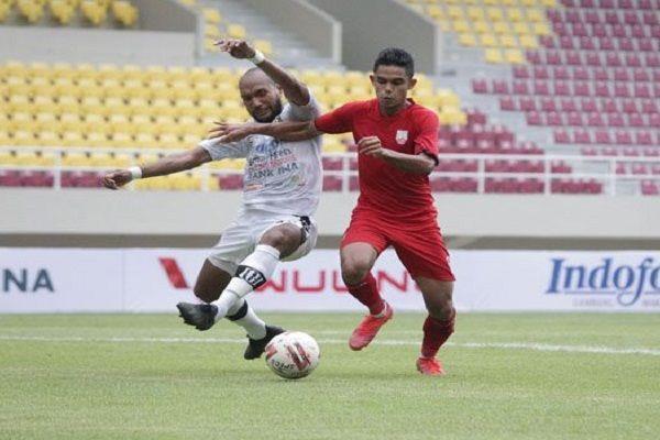 bali united v Persib bandung, Liga 1 2021, stefano Teco Cugurra,  kartu merah, Leonard Tupamahu, Fans Bali United,