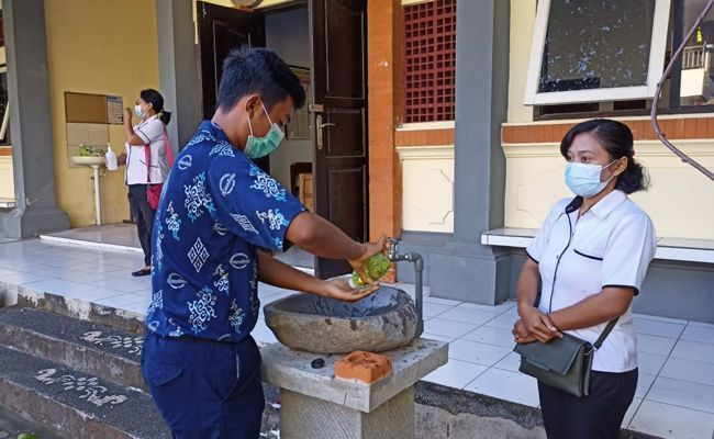 PTM, Tabanan, 1 Oktober 2021, vaksinasi guru, guru belum vaksin, dilarang mengajar,