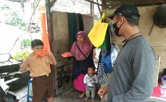 relawan tracer tabanan, bagi masker gratis, edukasi prokes, ingat pesan 3M, objek wisata, covid-19,