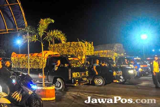 POPULASI TERANCAM: Maraknya pengiriman janur ke luar daerah menyebabkan ribuan tanaman pohon kelapa mati dan tidak berbuah.