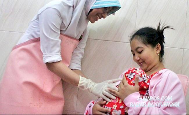 SEHAT: Inisiasi Menyusui Dini menyelamatkan kehidupan dan meningkatkan kualitas hidup ibu dan bayi.