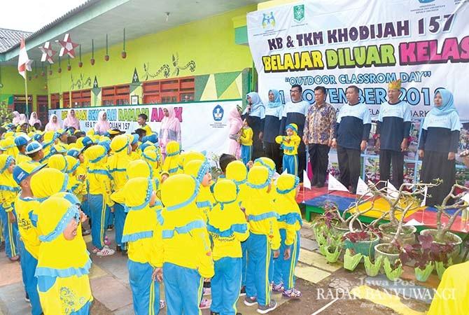 KHIDMAD: Pelaksanaan deklarasi sekolah ramah anak di TK Muslimat Khodijah 157 Rogojampi dihadiri orang tua siswa, guru, komite sekolah dan Kabid PAUD dan TK Dispendik Banyuwangi, Sunari, Sabtu (3/11).