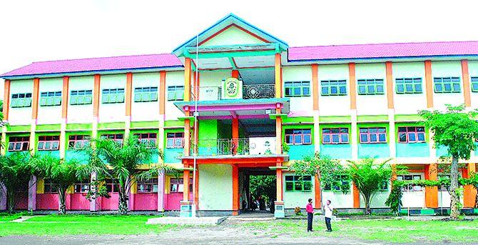 MEGAH: Salah satu gedung SMKN 1 Kalibaru dengan tiga lantai untuk kegiatan belajar dan mengajar, kemarin.