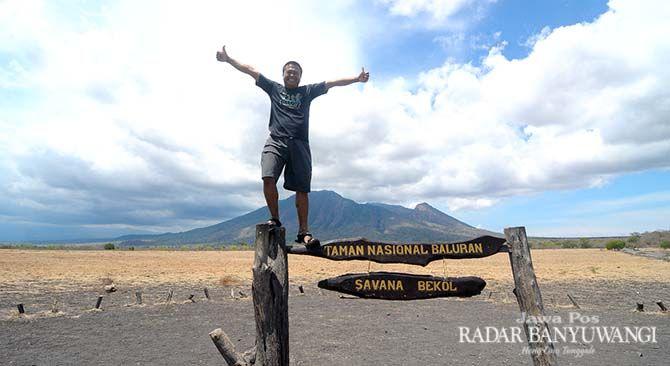 AKSES MUDAH: Pengunjung menikmati Padang Savana Bekol, Taman Nasional Baluran, Desa Wonorejo, Kecamatan Banyuputih, Situbondo.