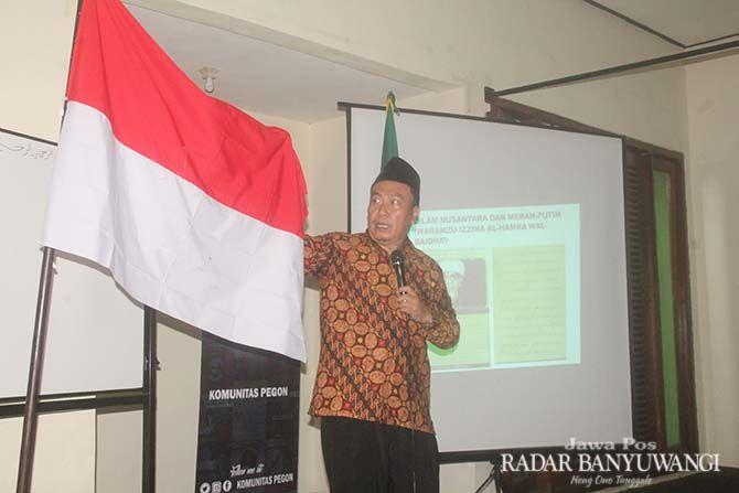 BELAJAR SEJARAH: Ahmad Baso menjelaskan persebaran kebudayaan mulai zaman Khalifah Usman bin Affan hingga ke kepulauan Indonesia.