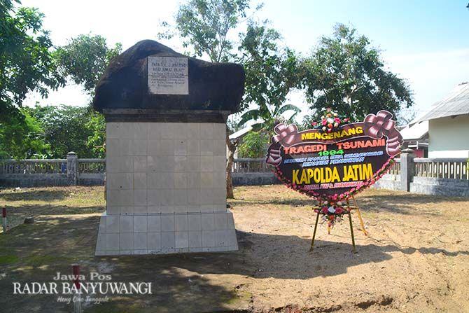 TUGU: Prasasti bencana gelombang tsunami 1994 di dekat Pantai Pancer, Desa Sumberagung, Kecamatan Pesanggaran, Banyuwangi.