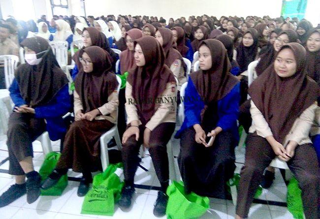 UNTUK BWI: Melalui program beasiswa Banyuwangi Cerdas ini, Pemkab memberikan kesempatan kepada siswa-siswi lulusan SMA/SMK/MA untuk melanjutkan pendidikan di Perguruan Tinggi Negeri.
