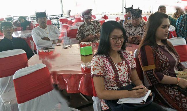 GAYENG: Peserta sarasehan mendengarkan paparan dari nara sumber di Istana Gandrung, kemarin.