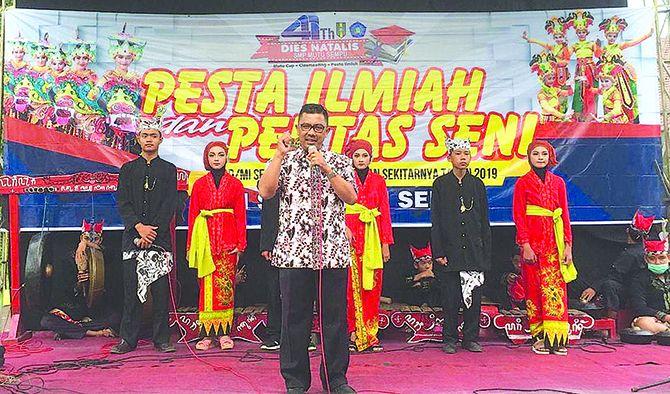 APRESIASI: Camat Sempu Ahmad Kholid Askandar membuka try out di SMP Mutu Sempu, kemarin (24/3).