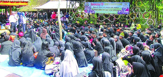 DIDIK KARAKTER: Ratusan siswa SMPN 1 Banyuwangi mengikuti program homestay di Kampung Papring.
