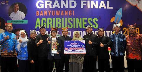PETANI MILENIAL: Crop Hero dari Bogor dengan rintisan usaha alat monitoring lingkungan mikro ekosistem budidaya pertanian (micro controller) berbasis IoT  berhasil menjadi juara 1 dalam ASC 2019