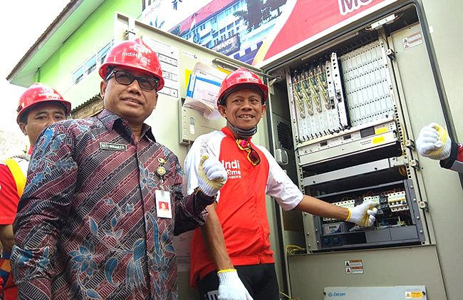 CANGGIH: Executive Vice President Telkom Regional V Jatim Balnus Suparwiyanto didampingi Asisten 3 Administrasi Umum Pemkab, Mujiyono M, Si. siap akan memgambil modul Multi Dwelling Unit  sebagai tanda modernisasi broadband.
