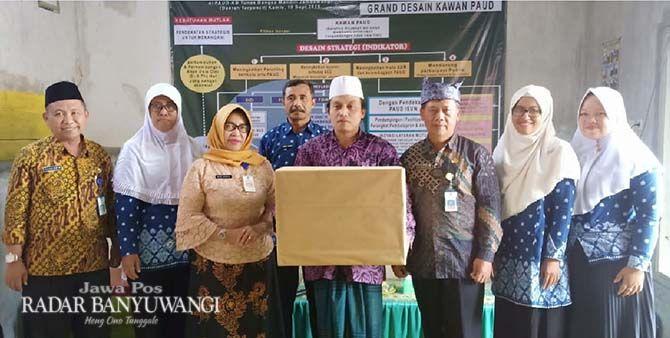 TINGKATKAN MUTU: Peserta workshop peningkatan kompetensi guru PAUD di Dusun Purworejo, Desa Jambewangi, Kecamatan Sempu, Banyuwangi, Kamis lalu (19/9).
