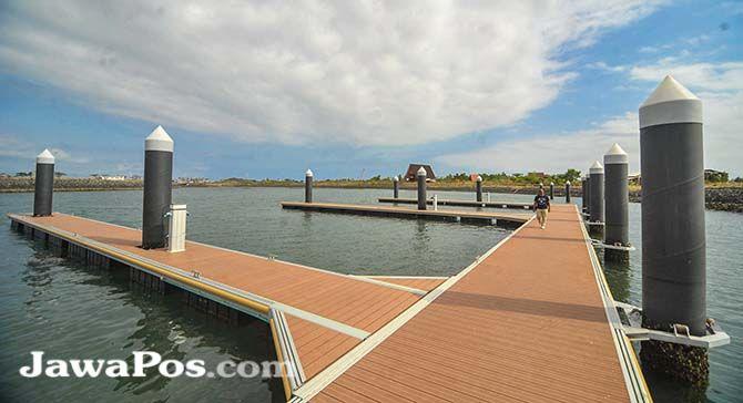 DESTINASI WISATA BARU: PT PPI membangun floating ponton di Marina Boom. Dermaga ini sudah bisa disandari kapal yacht.