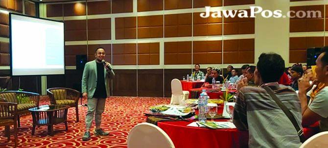 NARASUMBER: CEO Mahayasa Group Rindar Suhardiansyah memberikan materi tentang pemberdayaan UMKM.