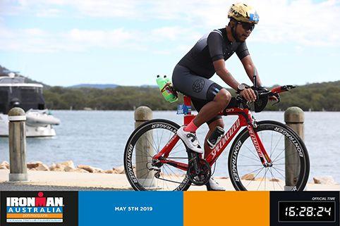 SEMANGAT SEJAK KECIL: Beny Yusron usai berenang, berlari dan mengayuh sepeda mengikuti Triathlon di Port Macquarie, Australia pada 5 Mei 2019
