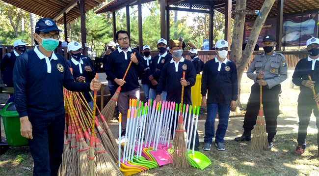 Bantuan ini diberikan sebagai bukti atas komitmen Kemenparekraf/Baparekraf untuk meyakinkan wisatawan bahwa Banyuwangi adalah objek wisata yang aman dan bersih