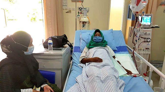 PELAYANAN PRIMA: Siti Hotimah harus menjalani cuci darah dua kali dalam seminggu. Beruntung, dia termasuk peserta JKN-KIS.