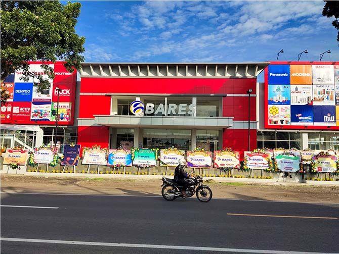 MEGAH: Gedung Bares Rogojampi dengan konsep modern dan polesan kearifan lokal di jalan raya Jember, Desa Kedaleman, Kecamatan Rogojampi.