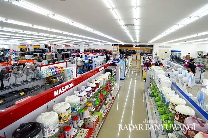 BERKUALITAS: Aneka barang elektronik tersedia lengkap di lantai dua Bares Rogojampi.