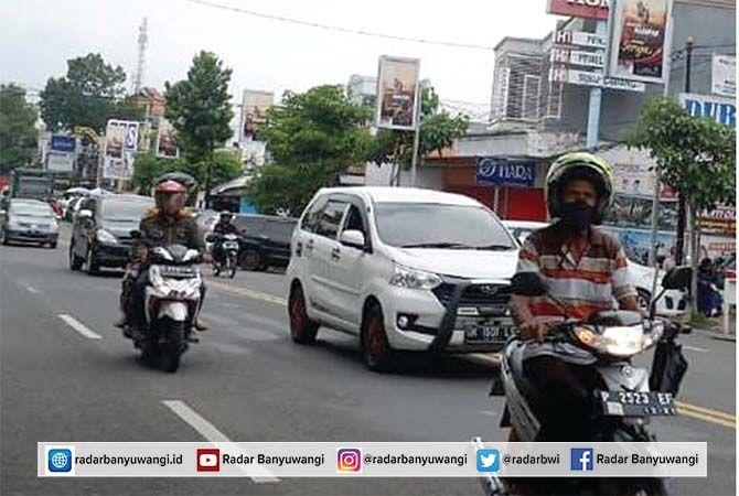 SERING PICU KEMACETAN: Kendaraan melintas di Jalan Ahmad Yani. Beberapa hari kedepan, di ruas jalan ini akan diterapkan dua arah.