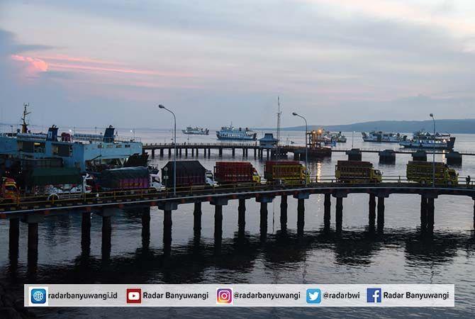 TERDAMPAK KORONA: Sejak akhir Desember 2020 hanya 48 kapal yang beroperasi di Pelabuhan ASDP Ketapang. Pengusaha kapal mengalihkan ke pelabuhan lain karena minim pendapatan.