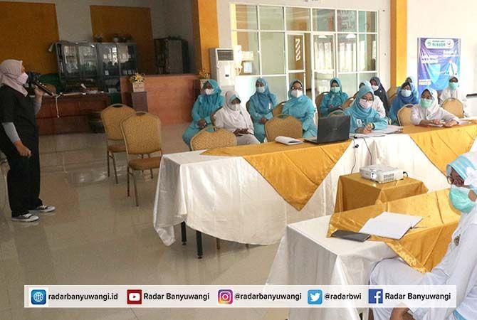 RAKOR KETUPAT : Ketua Operasi ketupat RS AL Huda tahun 2021, dr. Khusnul Imama pimpin Rapat koordinasi Panitia Operasi Ketupat jelang lebaran.