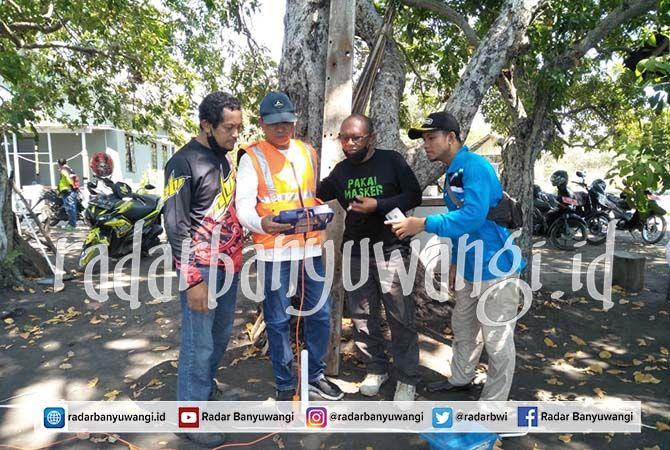 SEGERA MENYALA: DPKP bersama PLN survey ke Dusun Merak belum lama ini. Di sana akan dipasangi tiang PJU