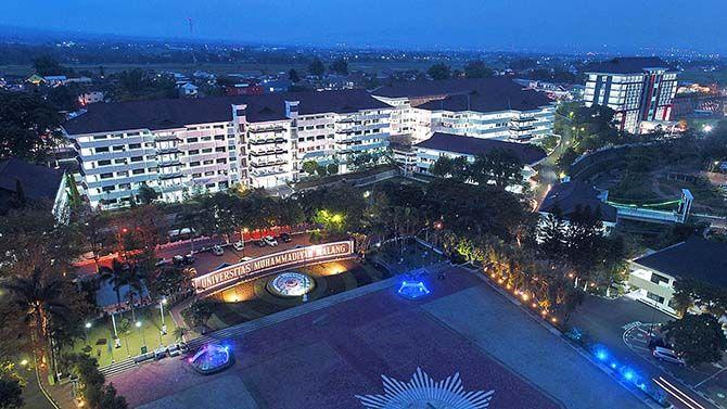 MEMANTAPKAN LANGKAH INTERNASIONALISASI: Universitas Muhammadiyah Malang kini meraih predikat kampus bintang tiga dari lembaga QS Stars.