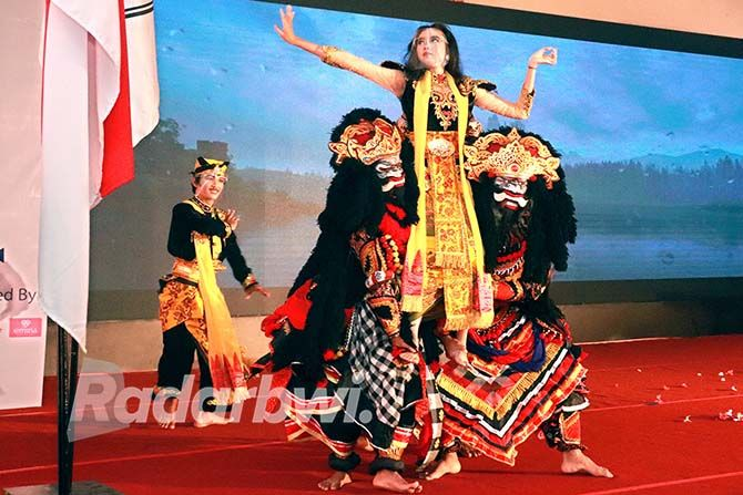 Jaran Goyang Ramaikan Inaugurasi Opspek Untag